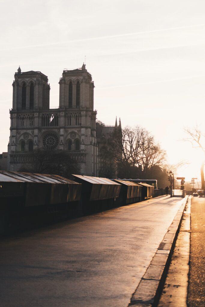 Notre Dame de Paris au coucher de soleil