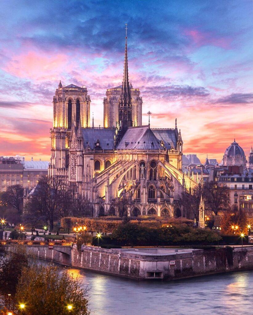 Notre Dame de Paris de nuit