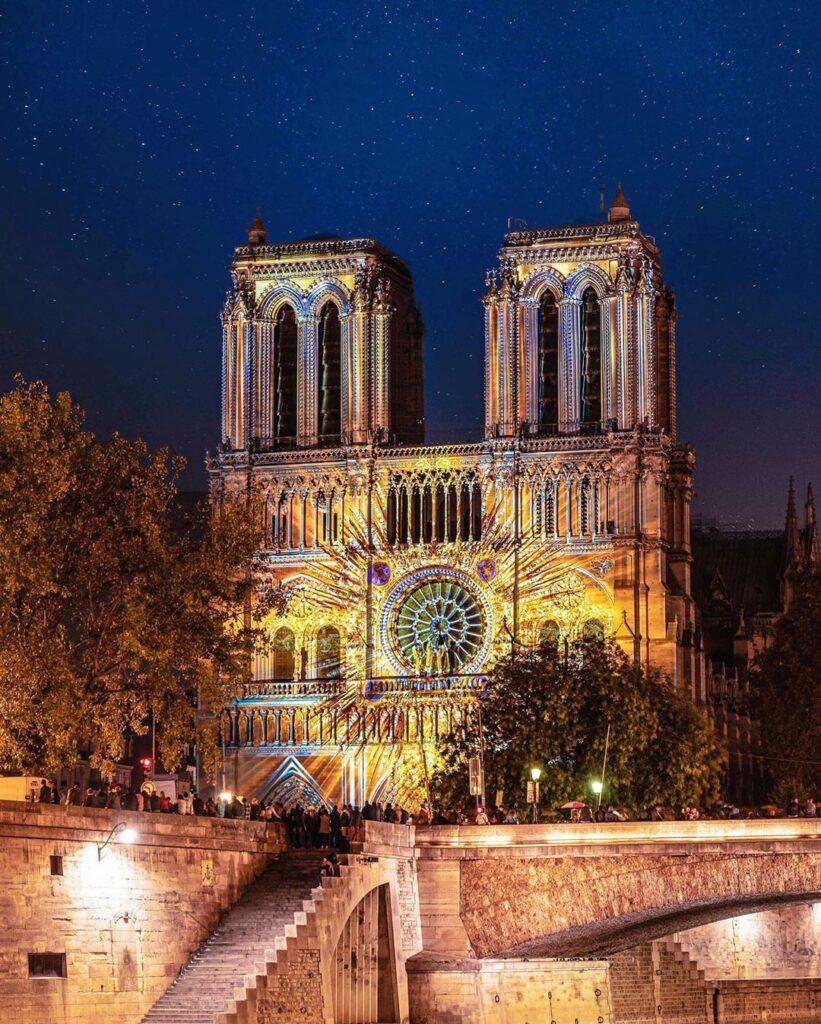 Notre Dame éclairée